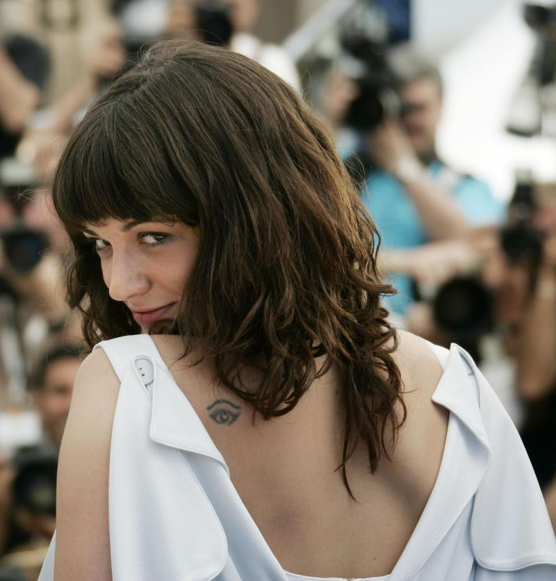 Asia_argento_boarding_gate_cannes_4